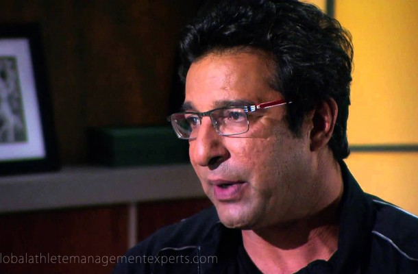 wasim-akram-steps-in-to-resolve-afridimiandad-tussle
